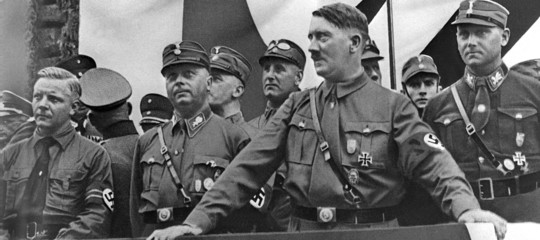 Docente Siena esalta Hitler